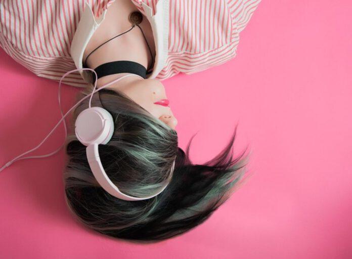 słuchawki douszne czy dokanałowe
